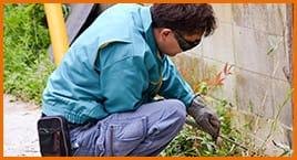 遺品整理だけでなく大工工事やリフォームを実施するスタッフ。